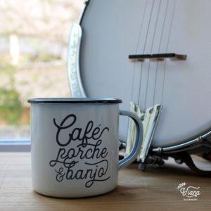 Taza Café, porche y banjo.